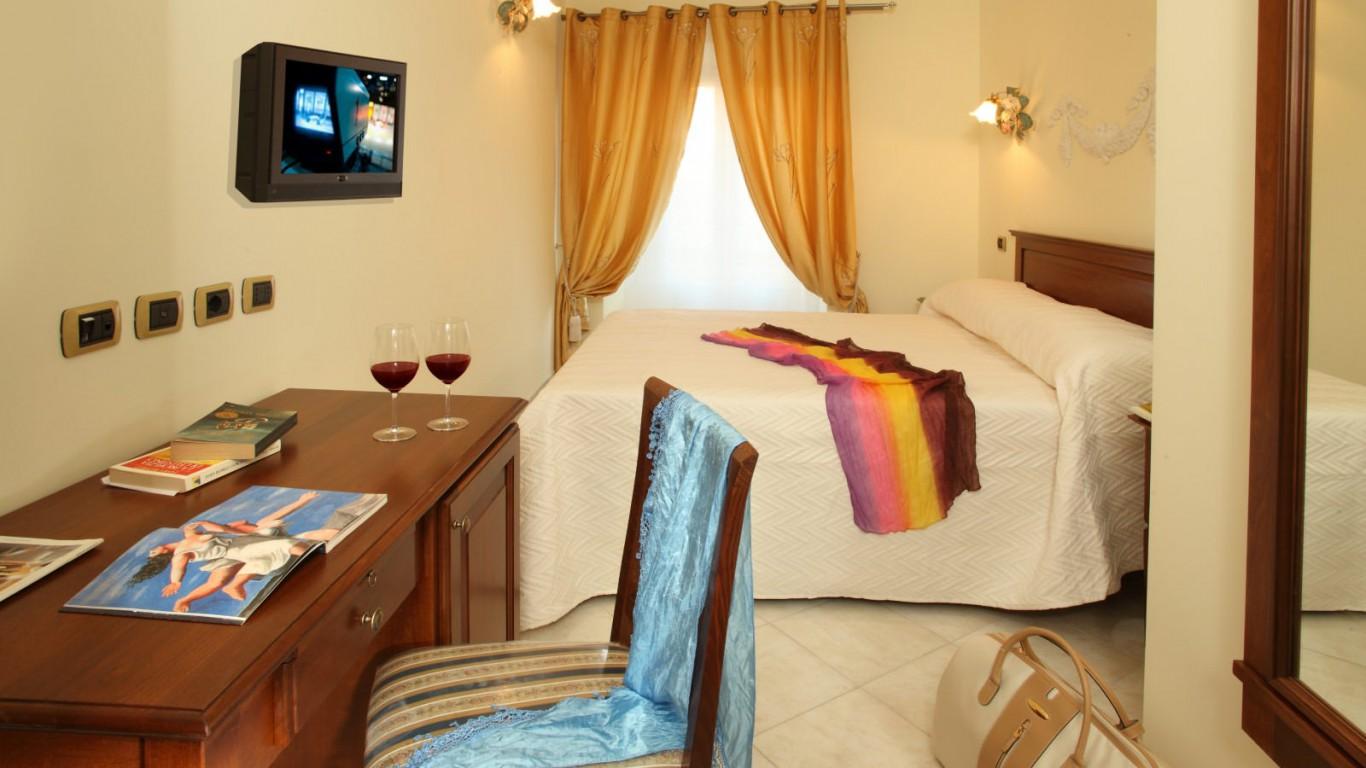 Hotel-Grifo-De-Monti-Rooms-Roma-quarto-de-monti-4