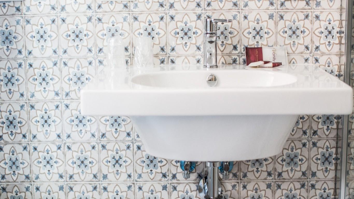 Hotel-Grifo-De-Monti-Rooms-Rome-chambre-annex-bain