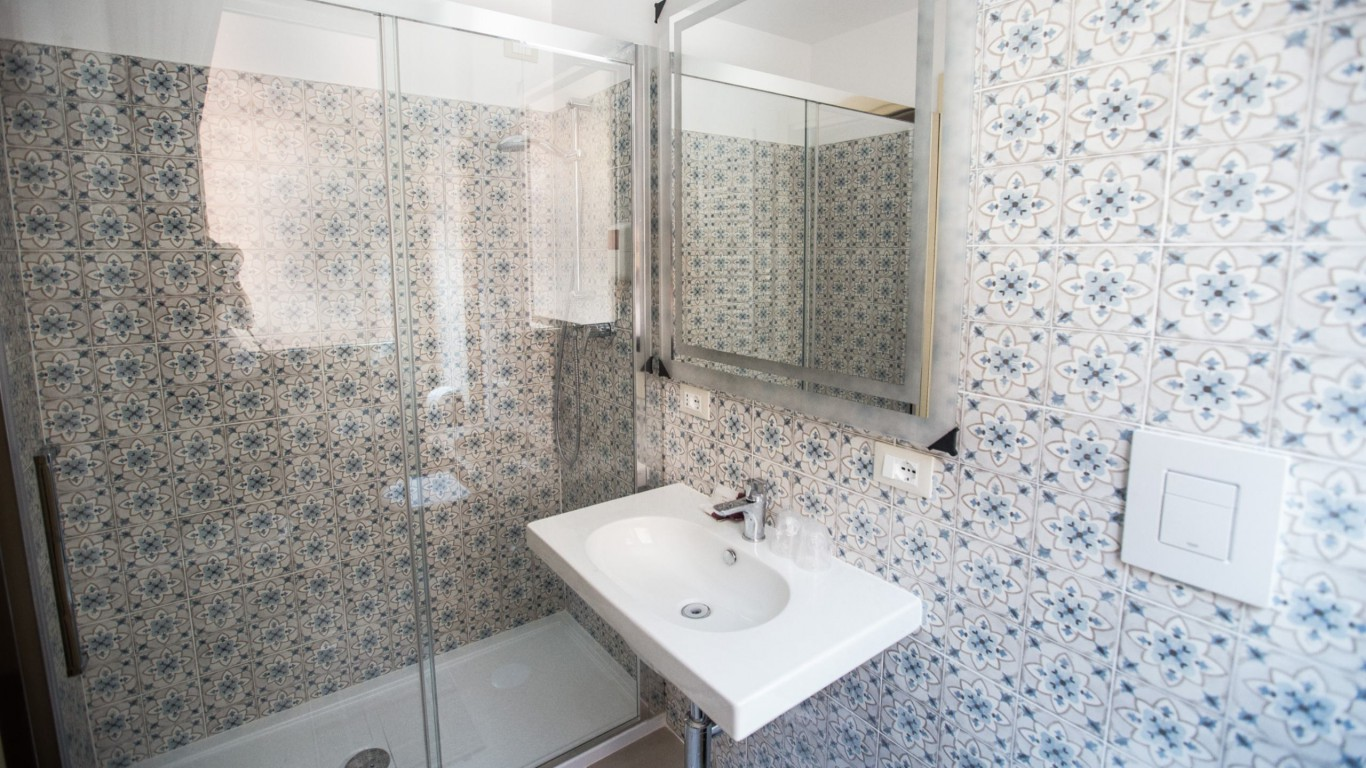 Hotel-Grifo-De-Monti-Rooms-Rome-annex-room-bathroom-2