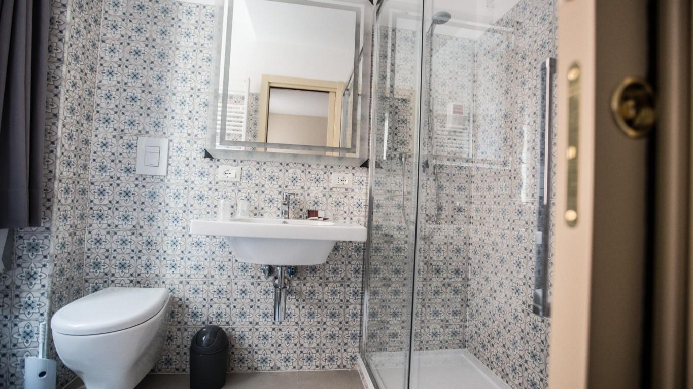 Hotel-Grifo-De-Monti-Rooms-Rome-chambre-annex-bain-3