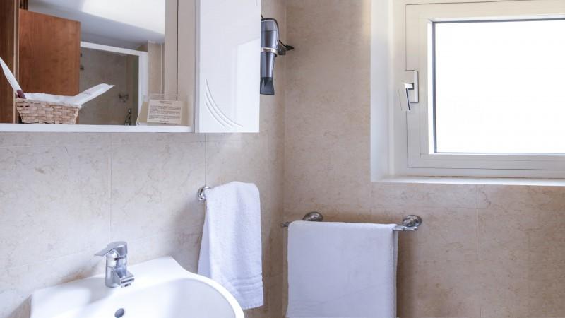 Hotel-Grifo-De-Monti-Rooms-Roma-habitación-de-matrimonio-classic-2